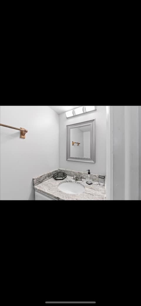 3bd MODERN townhome with huge patio!!