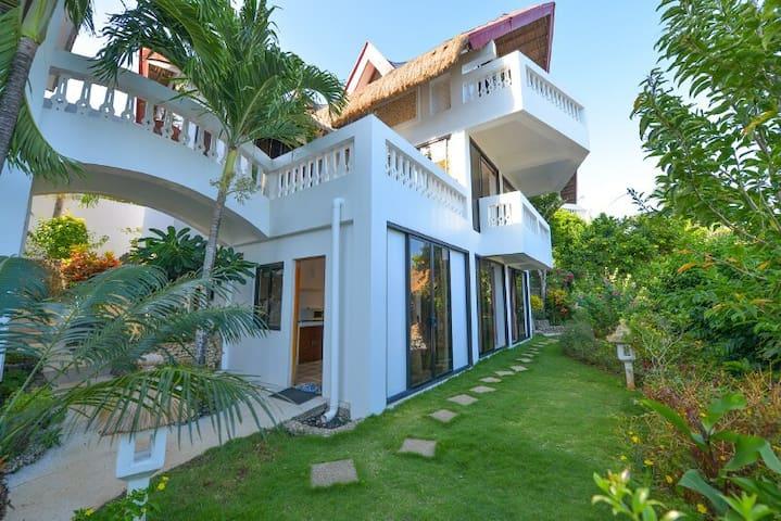 Villa Aloy's Facade