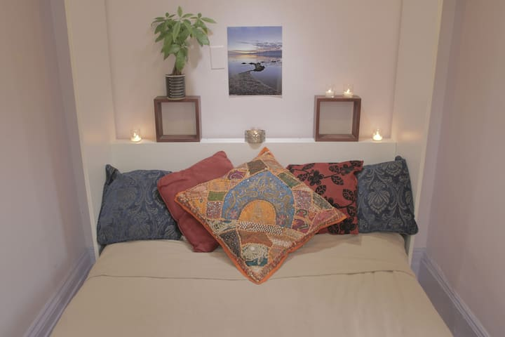 Cozy Room in Artistic Brownstone - Long Island City - Σπίτι