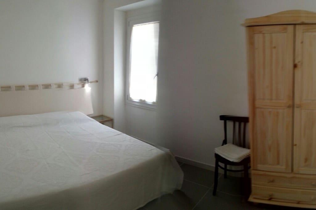 camera doppia (matrimoniale o letti singoli). aria condizionata e tv led