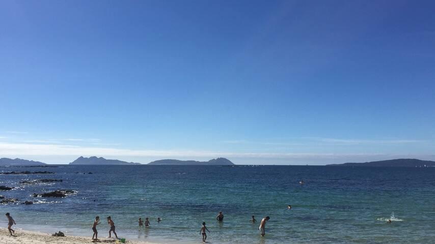 Vistas al mar, Walk to the beach