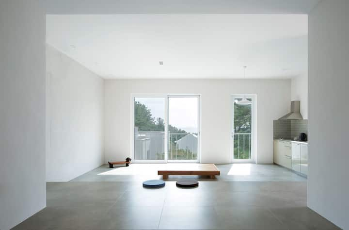 Little White_RETREAT IN JEJU