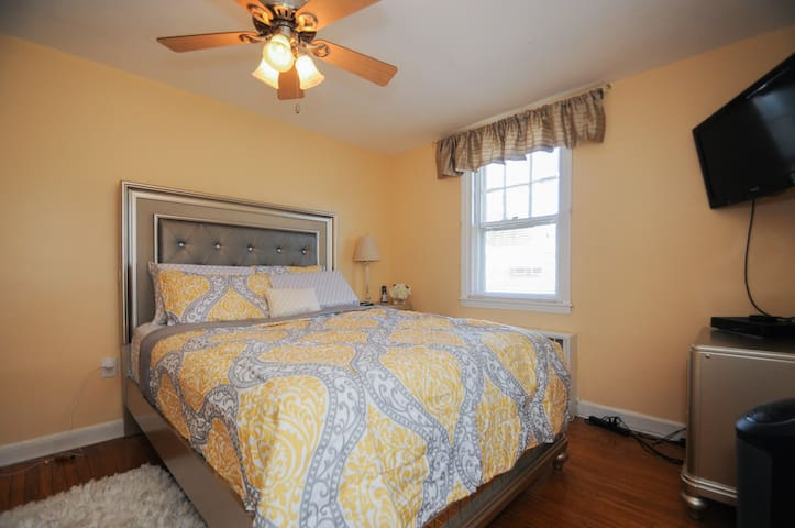 Charming 2 BR Apt in NE Philly - Philadelphia - Byt
