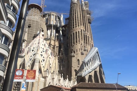Comfortable room next to Sagrada - Barcelona