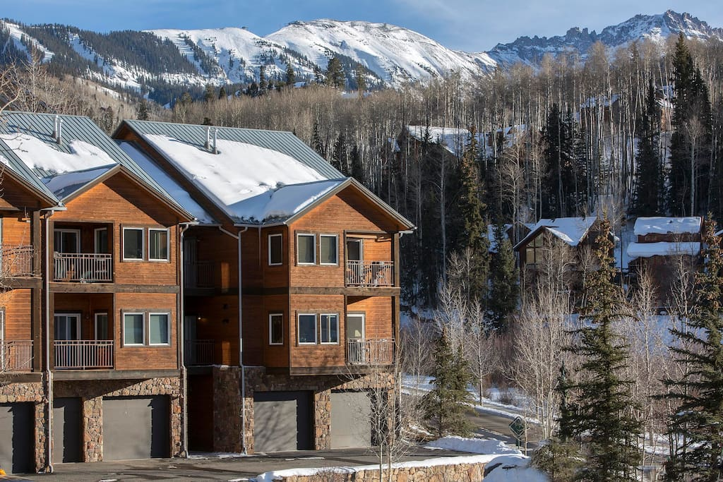 These modern condos are set in the backdrop of the skiing mountains.