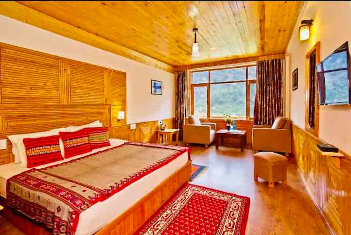 Royal Queen Elegant Room with Panoramic View