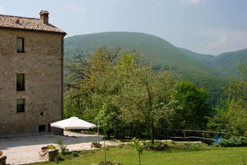 Veduta parziale della facciata di San Paterniano e parte del suo giardino