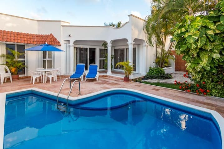 Great Pool, Conveniently Located - Cozumel - Hus