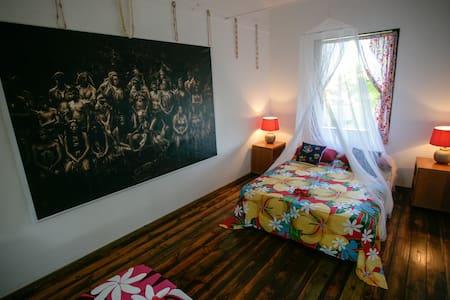 chambre privée, accès direct à la mer. - Teahupoo
