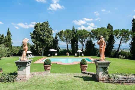 Wonderful villa in Montepulciano - มอนเต้ปูลชาโน่