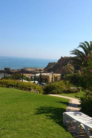 direct access from the gardens to the beach