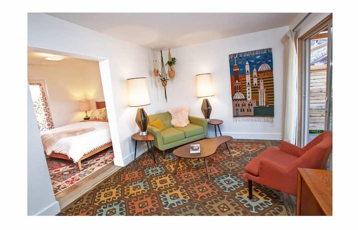 Lone Cone Lounge (Unit 2 - Sunshine Lodge)
