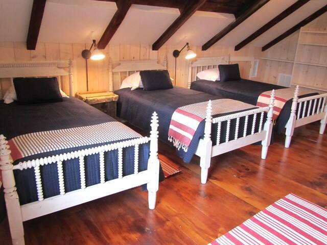 Third floor open bedroom with 4 twin beds