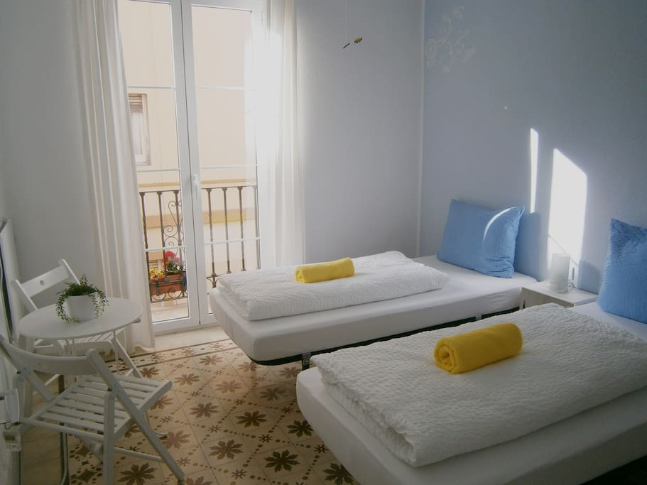 New central hostel with sun terrace bed breakfasts for for Beds 4 u malaga