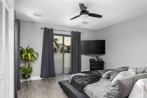 Tarpon Lake 1 Bedroom Remodeled  Luxury Condo