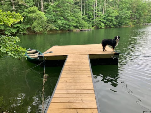 Pet-friendly Lakehouse in the Trees