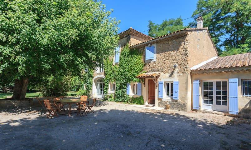 Mas provençal de charme, 8 pers, piscine - Mornas - House