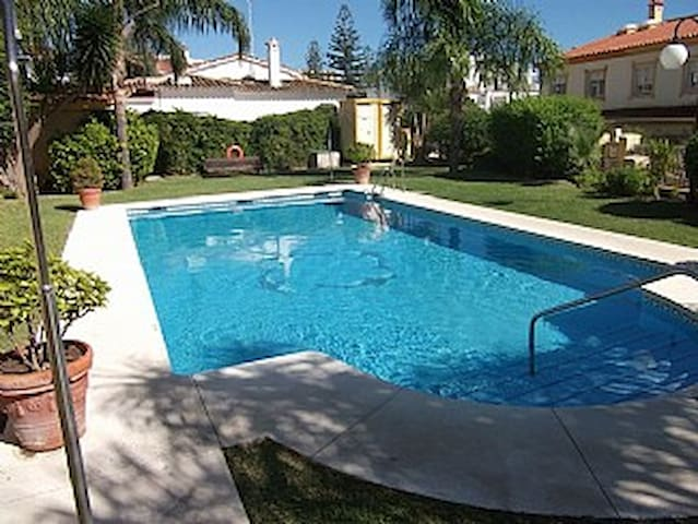 Four Bed Town House Near Marina - Torremolinos - Casa