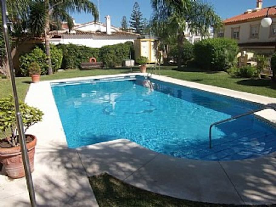 Four bed town house near marina houses for rent in for Aquarium torremolinos