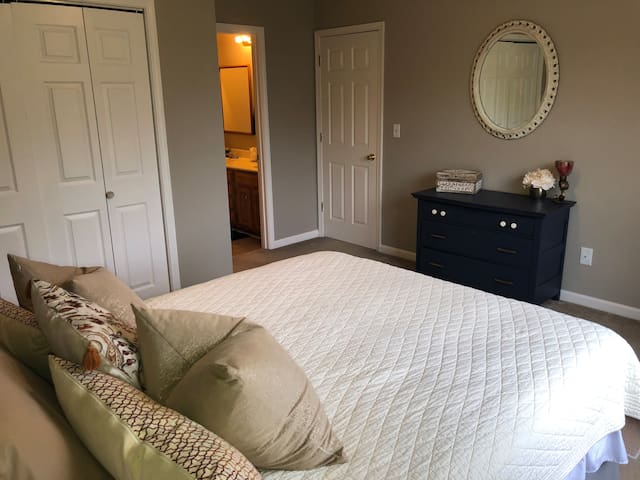 Provate bedroom with queen size bed.