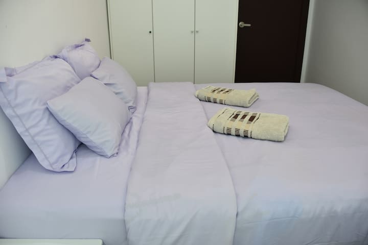 Cosy Queen Bed Private Room @ VivaCity Megamall