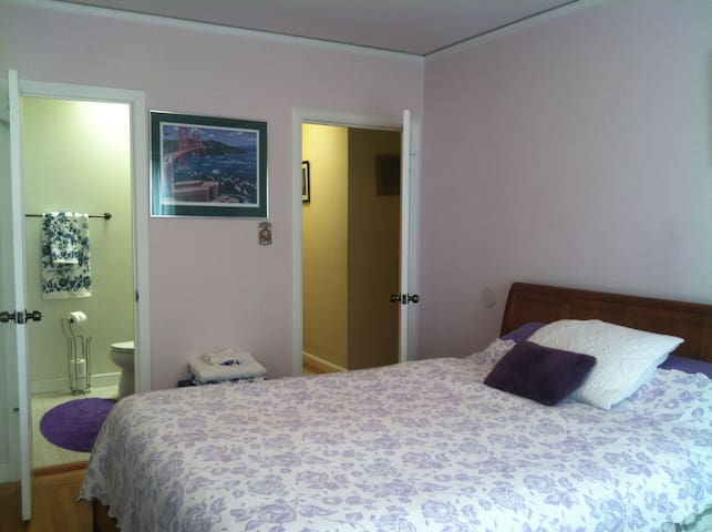 NICE Bedroom w/Private BATH 2 Beds & FREE PARKING