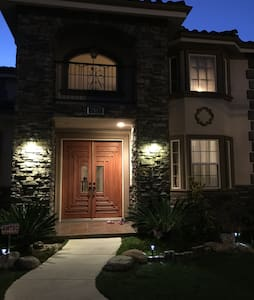 5 Bedrooms,Entire Luxury House For Rent,2621 sq ft - Rosemead - Hus