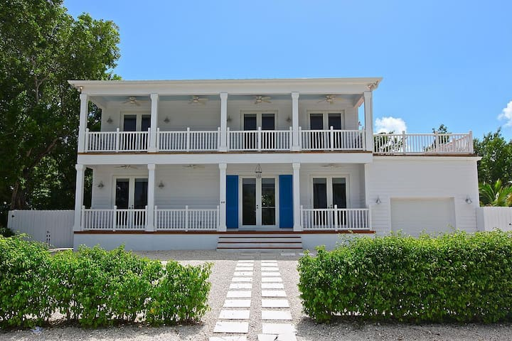 Two story beach front home w pool houses for rent in for Two story beach house
