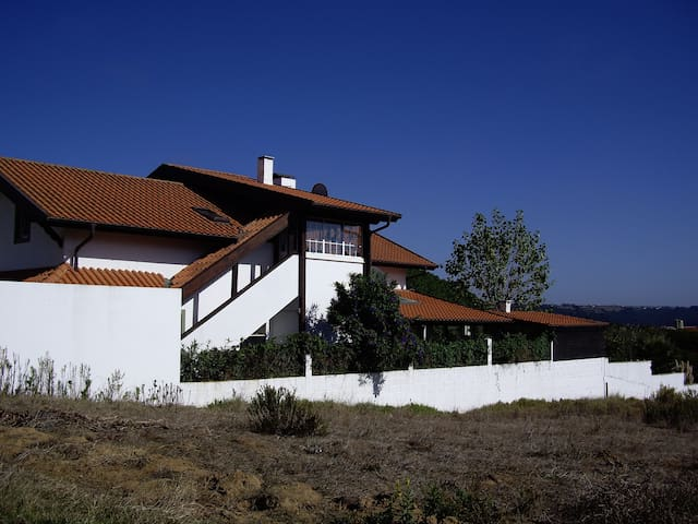 Beautiful chalet style apartment - Venda Nova - Apartamento