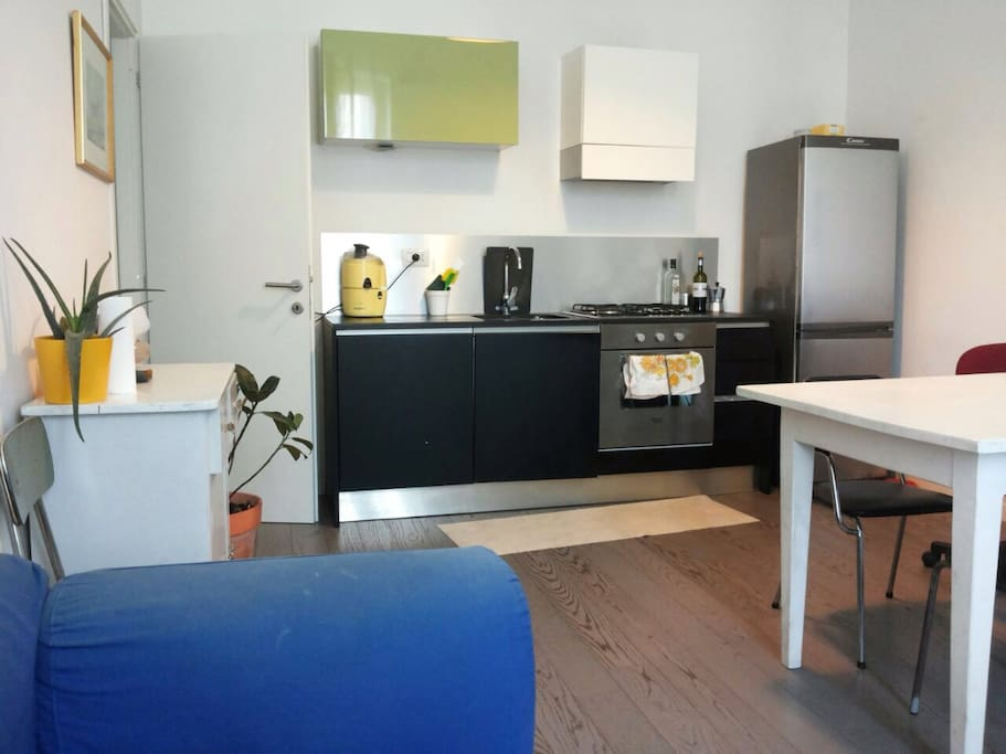 Fully equipped open plan kitchen & lounge, free wifi