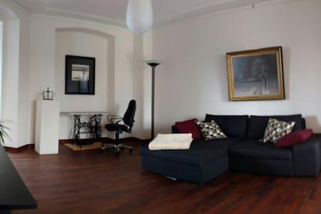 Stilvolle, helle Altbau-Wohnung - Neuss