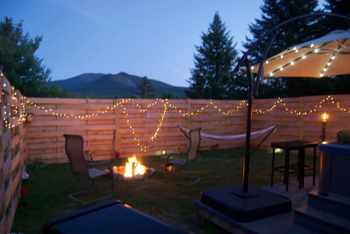 Romantic prvt hot tub / DISCOUNTED LIFT TIX's