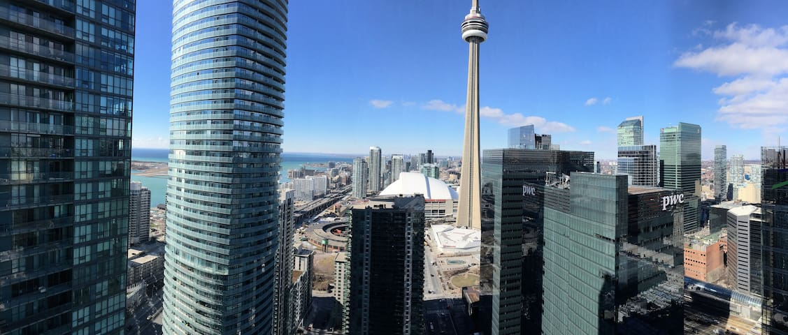 Lavish 2 bedroom 2 bath w/ Lake and CN Tower views
