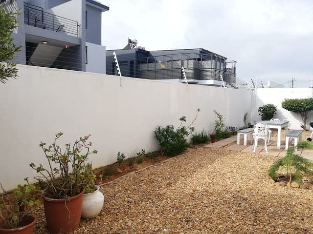 Modern Vredehoek Apartment &  Private Outside Area