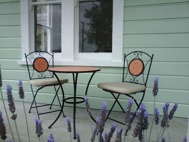 Lavender53 - Newly renovated villa - Martinborough
