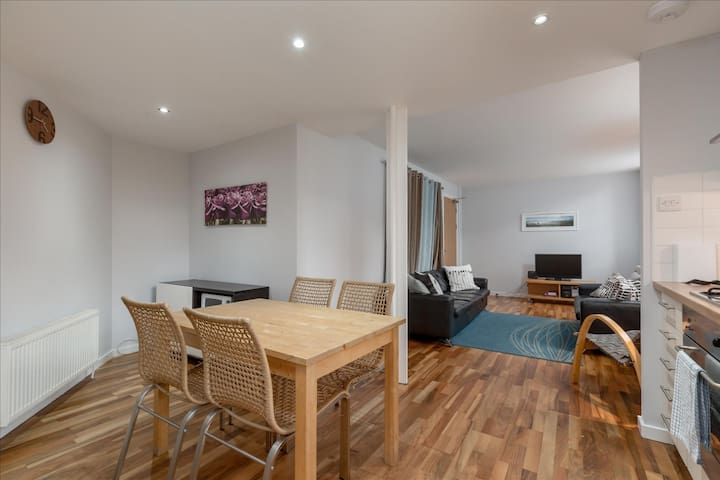 Cowgatehead - 3 Bedroom Apartment (11)