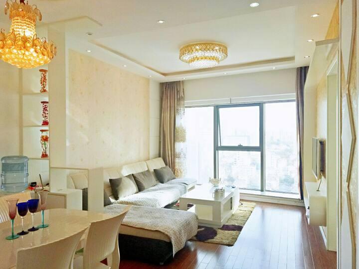 泰华城荣观华府|豪华两居|壁挂炉供暖|独立厨房可做饭|奢华观景|繁华商圈