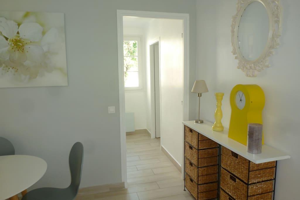 couloir donnant a la chambre et a la salle de bains