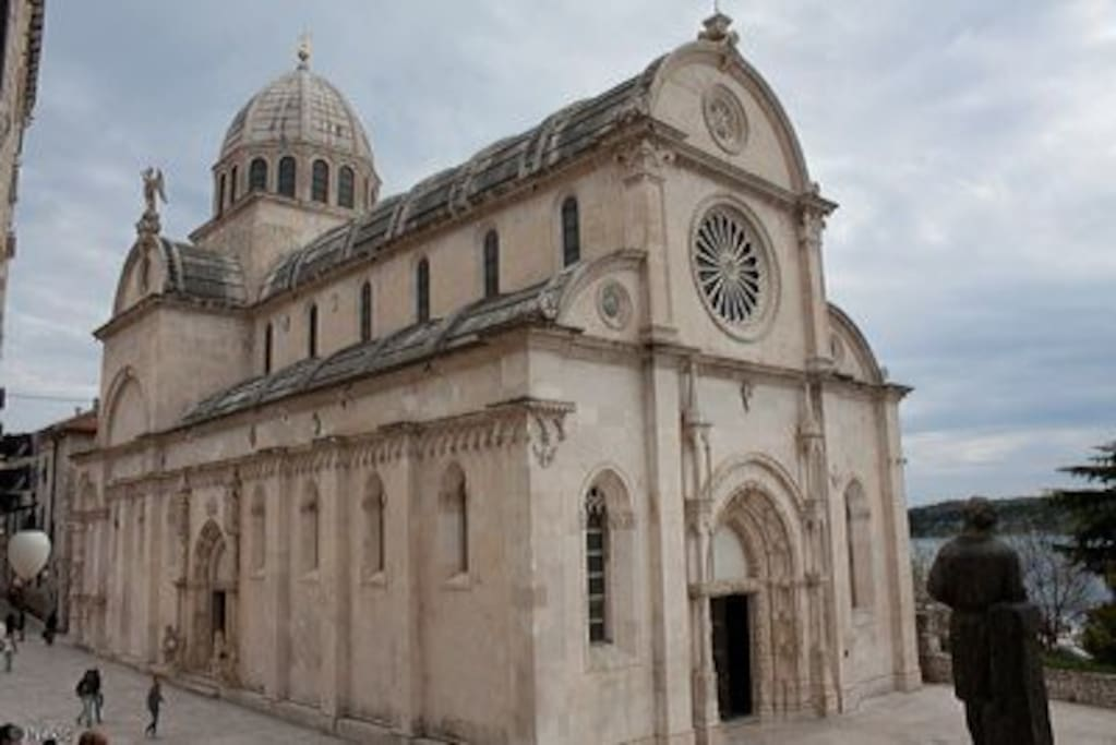 5 minutes of walking to the UNESCO protected St. Michael`s Cathedral