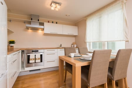 Modern Central apartment, free parking, balcony - タリン - アパート