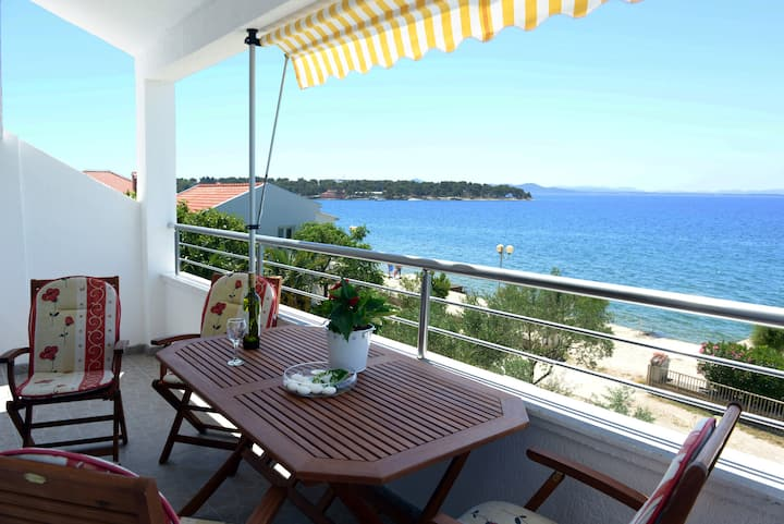 Two-bedroom Apartment by the Sea A1