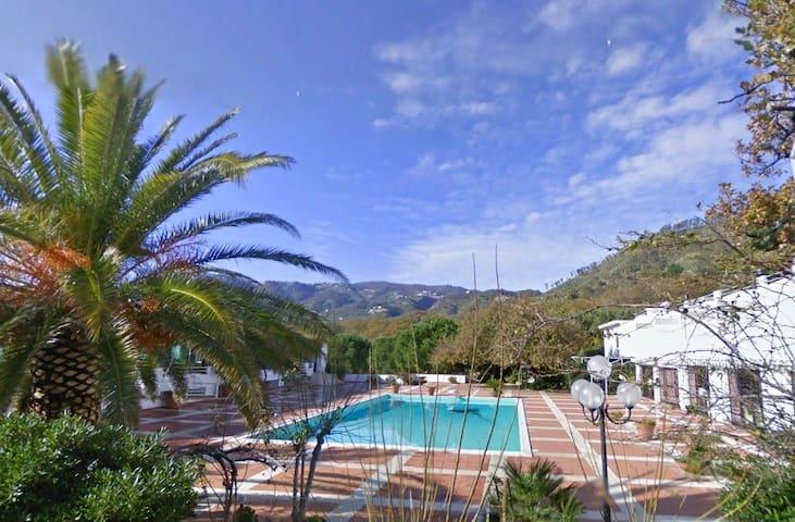 Costa degli Aranci B&B Sinopoli - Calalunga-pietragrande - Bed & Breakfast