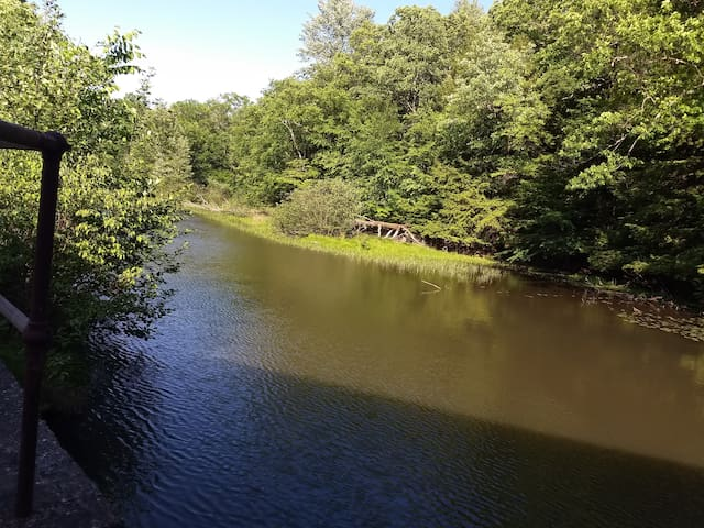 Albany NY & MA, Country/ Waterfall, Campsite or RV