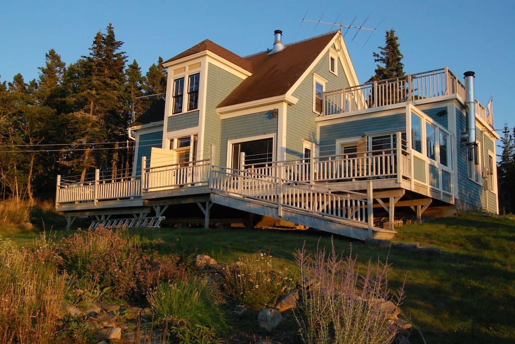 The house has 3 decks.