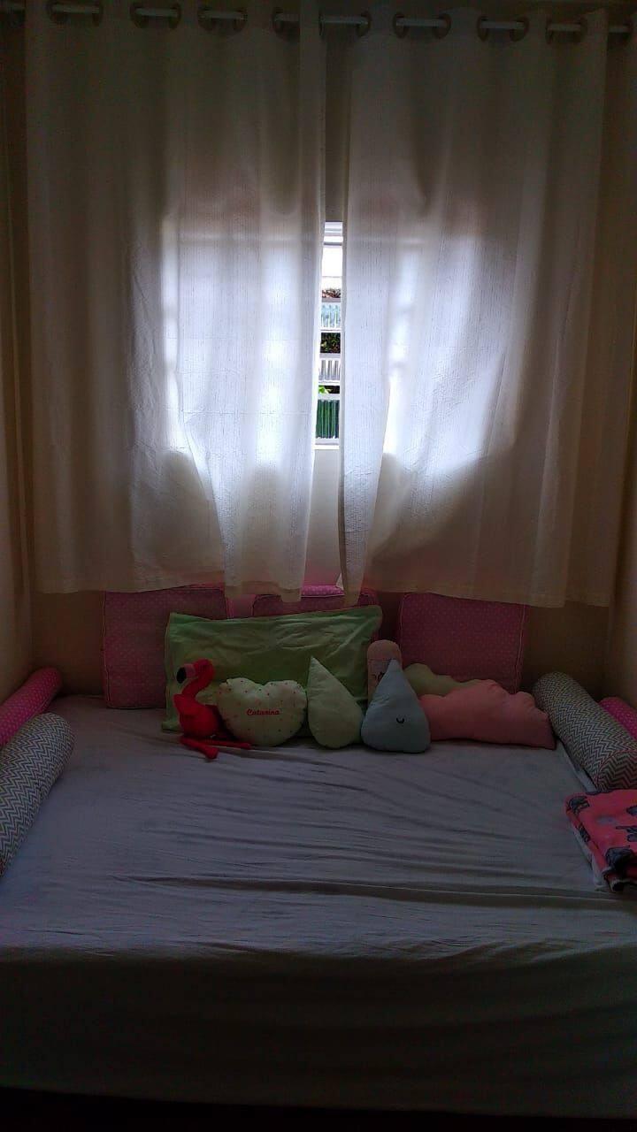 Quarto 4km oktober. Uma cama um colchão.