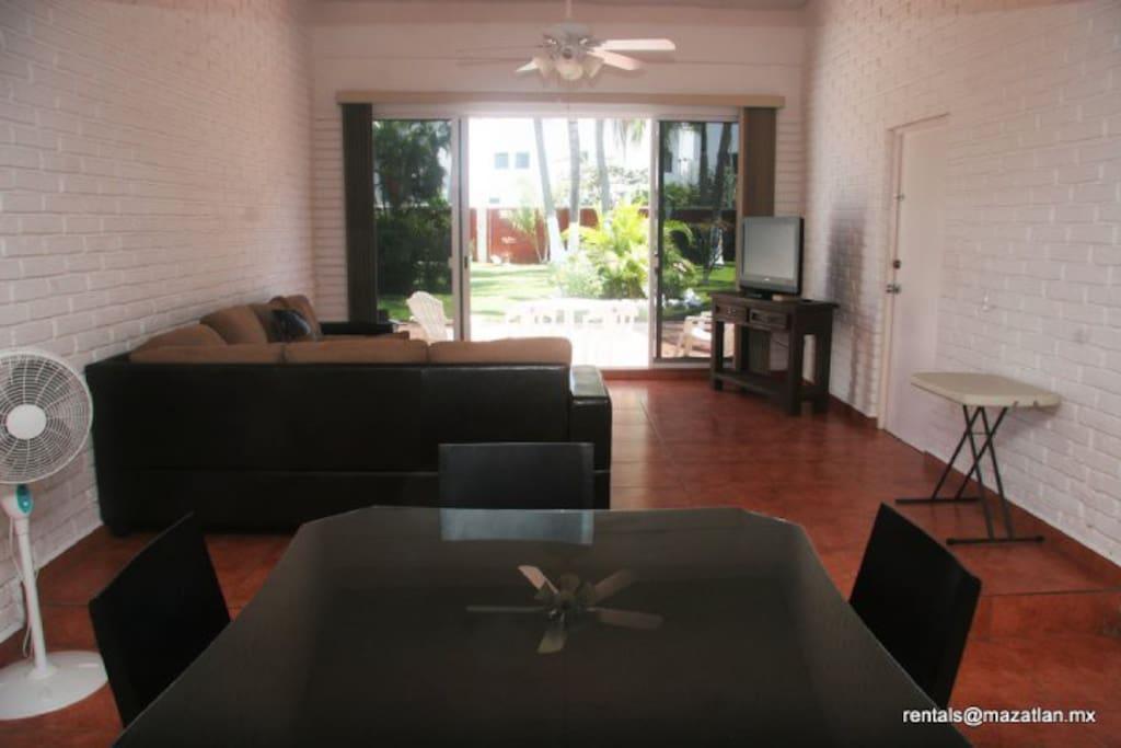 Villa serena golden zone mazatlan bungalows for rent in for Villas y bungalows en mazatlan