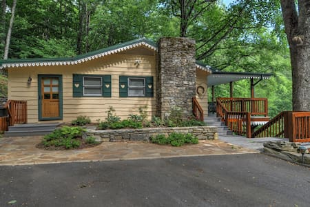 Swiss Cottage-Amazing Views - Waynesville