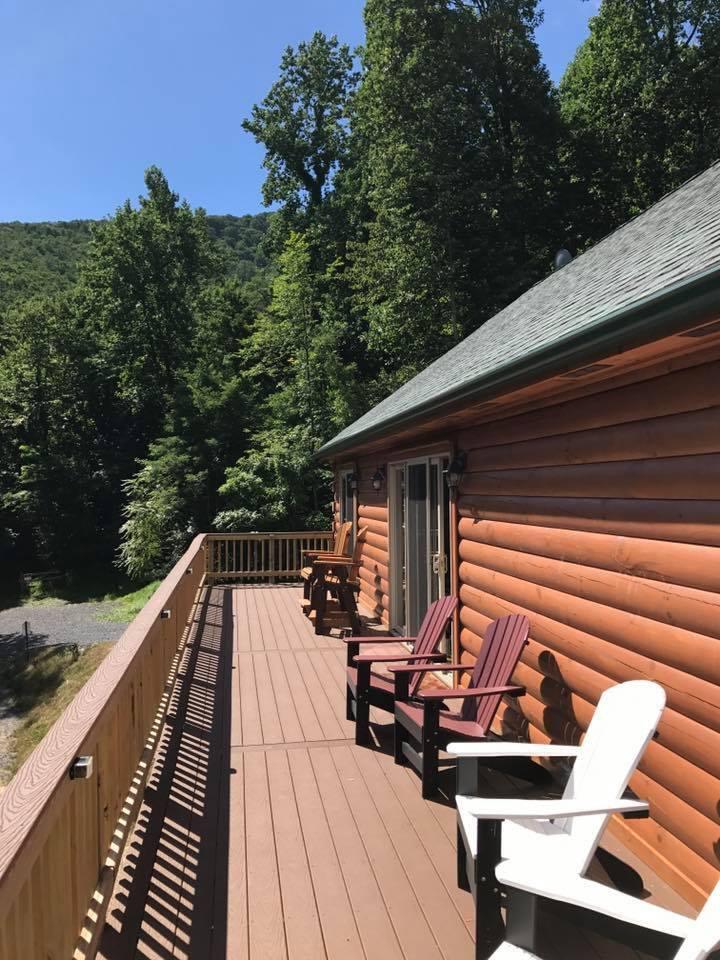 A Buck's Run Log Cabin - Sleeps 2 to 6 (Luray, VA)