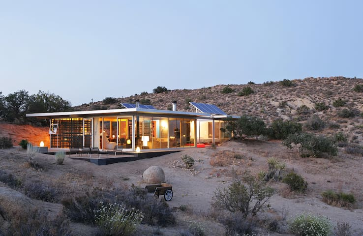 Off-grid itHouse - Pioneertown - Talo