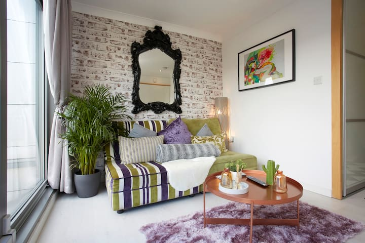 Leeds Centre, Stunning, Contemporary & Cosy Find!